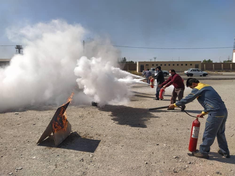 مانور اطفاء حریق با حضور پرسنل سازمان صنعت ،معدن و تجارت زاهدان
